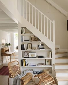 94 home decor ideas from other places in this trap - Storage Under Staircase, Piano Room, Painted Floors, Stairways, Bookcase, Shelves, Flooring, Interior Design, Architecture