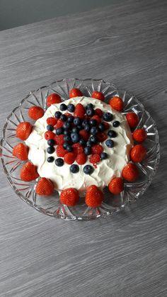 Mitt 1 kake prosjekt på nytt kjøkken :-). Skulle brukt høyt fat men det blir neste gang..