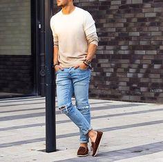 Die: Brown Sebago + Lightblue Ripped Jeans + Cream Sweater