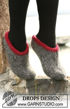 A nice one from a good range of patterns for you to knit or crochet socks and slippers - Cold toes are no joy. These are fast to make and cool to look at! Crochet Socks, Knit Or Crochet, Knitting Socks, Free Knitting, Felted Slippers Pattern, Knitted Slippers, Clog Slippers, Drops Design, Felt Patterns