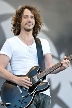 Chris Cornell - Best voice EVER.... and not bad on the eyes....