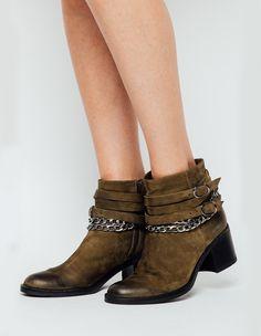 Ghete cu lanturi Boho Chic, Booty, Ankle, Shoes, Fashion, Moda, Swag, Zapatos, Wall Plug