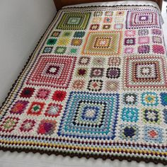 Crocheted Granny Square Blanket that was part of a charity auction held by Handmade Europe. The white pops the colors. 9 small squares equal one large to make this blanket exceptional. Note how the small squares take their colors from the large. Pakutud erinevaid värvikombinatsioone