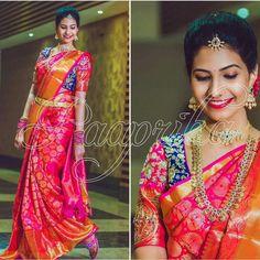 Blouse combination Pattu Saree Blouse Designs, Blouse Designs Silk, Bridal Blouse Designs, Bridal Silk Saree, Saree Wedding, South Indian Bride, Indian Bridal, Saree Models, Elegant Saree