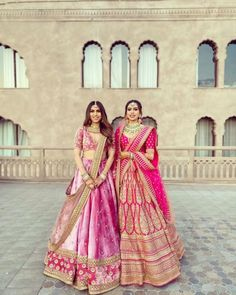 Check out trending wedding dresses ideas for the sister of the bride. Bridesmaid outfit ideas and bridesmaid dresses inspirations at ShaadiWish. Mehendi Outfits, Indian Bridal Outfits, Indian Bridal Lehenga, Indian Designer Outfits, Indian Dresses, Indian Clothes, Pink Bridal Lehenga, Sabyasachi Lehenga Bridal, Ethnic Clothes