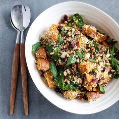 This couscous salad is a great accompaniment to roast meat like chicken or duck, and as starchy dish in a large spread (such as at Christmas time). Couscous Dishes, Couscous Recipes, Couscous Salad, Salad Recipes, Vegetarian Recipes, Cooking Recipes, Healthy Recipes, Side Recipes, Vegan Meals