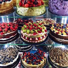 Imagen de cake, food, and fruit Sweet Cakes, Cute Cakes, Delicious Desserts, Dessert Recipes, Yummy Food, Bolo Tumblr, Bolo Grande, Pastry Shop, Cafe Food