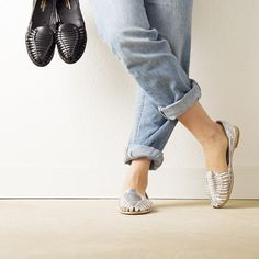 Onyva.ch / La Garconne Shoes #onyva #onlineshop #shoes #sandals #shoedesign #elegant #chic #switzerland #lagarconneshoes #vintage #summer #summershoes #summersandals #fashion #leather Elegant Chic, Huaraches, Chanel Ballet Flats, Summer Shoes, Switzerland, Designer Shoes, Shoes Sandals, Slippers, Leather