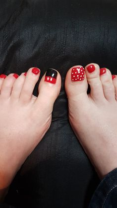 What Christmas manicure to choose for a festive mood - My Nails Disney Nail Designs, Fingernail Designs, Toe Nail Designs, Art Designs, Disney Toe Nails, Disney Toes, Minnie Mouse Nails, Mickey Mouse Nails, Pedicure Nail Art