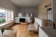 奈坪の家 / house in natsubo: 水野純也建築設計事務所が手掛けたリビングです。 | homify