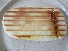 Dans le companion, à la machine à pain ou à la main ... Mettre 8 g de levure sèche de boulangerie (16g de fraiche sinon) dans 250 ml d'eau tiède, laisser agir 3 min. (au companion muni du couteau à pétrir 35° V3 3 min) Ajouter - 450 g de farine - 2 cc...