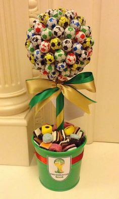 Soccer Birthday Parties, Football Birthday, Soccer Party, Candy Bouquet Diy, Diy Bouquet, Diy Birthday Gifts For Sister, Candy Trees, Sweet Trees, Candy Crafts