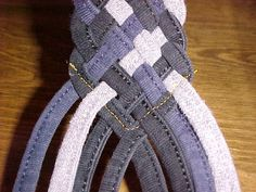Instructable tutorial for weaving 8 strands into a flat belt. (I'll need this for the Gandalf costume...)