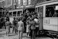Via București Tramvai în dreptul Liceului Gheorghe Lazăr, mai 1941.   Foto: Willy Pragher