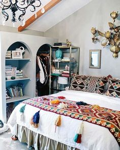 To find some inspired boho bedroom decorating to a budget is constantly a battle. It is an enjoyable approach to decorate that the bedroom. This may bring about a unique . Read Wonderful Inspired Boho Bedroom Decorating On A Budget For Unique Look Deco Boheme Chic, Boho Home, Home And Deco, Home Bedroom, Bedroom Ideas, Bedroom Designs, Master Bedroom, Bedroom Inspiration, Bed Designs