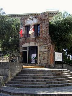 It's believed that Genoa is the birthplace of famous explorer Christopher Columbus. Nobody knows if this was actually the house where Christopher Columbus lived, but it was in a house like this were he grew up. It's located close to Genoa's Porta Soprana and is open for visitors.