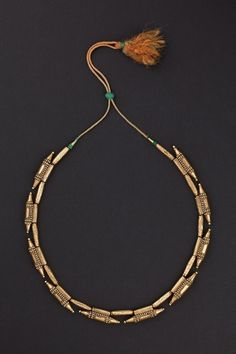 Kerala, India Gold necklace made up of 10 amulet containers (Ta'vis) separated by embossed cylindrical beads. India Jewelry, Tribal Jewelry, Jewelry Art, Gold Jewelry, Jewelery, Fashion Jewelry, Gold Necklace, Kerala Jewellery, Ancient Jewelry