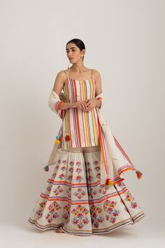 Indian Gowns Dresses, Indian Fashion Dresses, Indian Designer Outfits, Indian Outfits, Indian Attire, Indian Clothes, Stylish Dresses For Girls, Stylish Dress Designs, Diwali Outfits