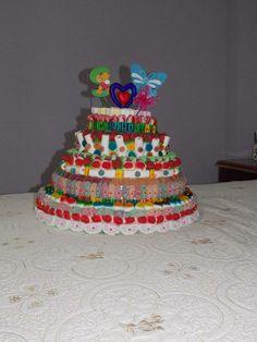 tarta de chuches con mariposa e inicial