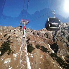 Welcome to the first class ;-) Flexenbahn  #seilbahnblog #seilbahn #seilbahntechnik #ropeway #berge #mountains #outdoor #wandern #hiking #ski #ropeways #view #freedom #doppelmayr #doppelmayrlifts #albonabahn #hotspotinthealps #winter #snow #summit #feelaustria #discoveraustria #traveloffical #travel #austria #arlberg #stuben #flexenbahn #theloopisclosed  (y) Mehr #Doppelmayr Bilder unter http://ift.tt/2gKWFVL