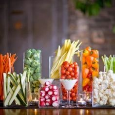 Raw Buffet/salad bar - cute way to present the veggies rather than a tray. I've done this for a catering event - big hit and all the kids ate the veggies! Fingers Food, Deco Buffet, Food Buffet, Candy Buffet, Buffet Recipes, Buffet Ideas, Veggie Tray, Veggie Display, Appetizer Display