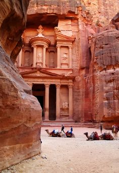 "Petra, Jordan - Ancient City ~ One of the ""New"" Seven Wonders of the World. Sería un sueño poderlo ver...."