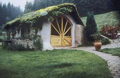 Straw bale and cordwood workshop in eastern France with (a gorgeous) living roof by Thierry Dronet. Image by Catherine Wanek www.shelterpub.com