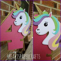 Unicornio de la torta, decoración del unicornio de 4HeartsPaperCraftCo en Etsy https://www.etsy.com/es/listing/517331858/unicornio-de-la-torta-decoracion-del