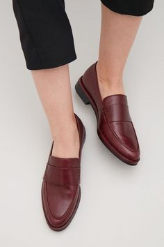 b89b6e9540e COS Classic leather loafers in Maroon Loafers Outfit