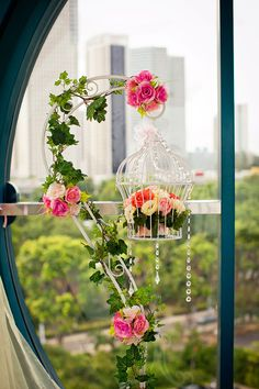 Bird cage flower decor for solemnization capsule at Singapore Flyer. More info at www.singaporeflyer.com. #singapore #attractions #solemnization #weddings #wedding