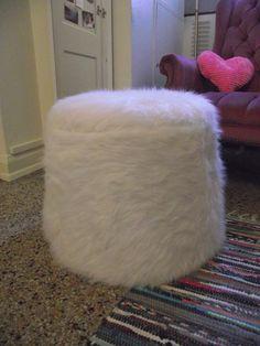 Pretty Little Lady Design: Bucket-Pouf! DIY Upholstered Ottoman.