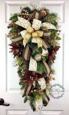 Navidad guirnalda de lágrima, lágrima colgante de Navidad, guirnaldas de Navidad para la puerta, lágrima de Navidad, Brown Navidad guirnalda, guirnalda de gota del rasgón  Saludar a familiares y amigos con una guirnalda de la Navidad lágrima marrón y oro en su puerta.  Este botín