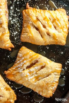 Caramel Apple Turnovers - this is the easiest recipe ever! Two ingredients for apple hand pies and three to add the caramel. Caramel Apple Turnovers - this is the easiest recipe ever! Two ingredients for apple hand pies and three to add the caramel. Healthy Apple Desserts, Apple Recipes Easy, Apple Dessert Recipes, Köstliche Desserts, Delicious Desserts, Apple Snacks, Fruit Dessert, Healthy Fruits, Side Recipes