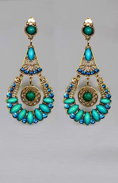 Boucles d'oreilles Clips turquoises longues de 8,5 cm.
