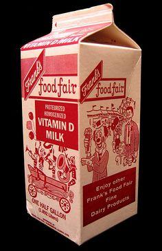 Vintage Frank's Food Fair milk packaging. Milk Packaging, Vintage Packaging, Packaging Design, Vintage Type, Vintage Ads, Vintage Designs, Carton Design, Old Boxes, Retro Design