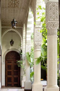 Ornate arch, dark metal, beautiful wood, but still very fresh and alive. – Home Decor Ideas – Interior design tips Islamic Architecture, Beautiful Architecture, Art And Architecture, Architecture Details, Design Oriental, Style Oriental, Morocco Hotel, Marrakech Morocco, Moroccan Design