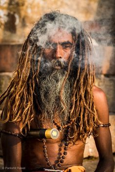 Holy man near Ganga river in Varanasi. Miniature Photography, Man Photography, Bob Marley Pictures, Girl Pictures, Dreads, Sadhus India, Dj Images, Lucas Movie, Saints Of India