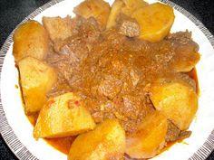 Carne con papas es una vieja y tradicional receta cubana, es como su nombre lo indica, carne, con bastante sabor, sazonada, en una espesa s...