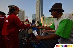 Aksinya tersebut untuk memberi dukungan kepada para atlet DKI Jakarta yang akan berlaga di PON XVIII di Riau.