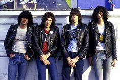 ramones_first_show_bands_artists_music_independent_diy_gigging.jpg (1280×853)