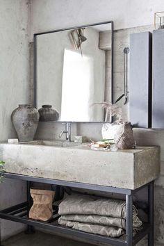 Gray Bath Towels in Industrial Bathroom Decor Ideas via Skona hem Cement Bathroom, Diy Bathroom, Bathroom Faucets, Bathroom Furniture, Bathroom Ideas, Bathroom Inspiration, Bathroom Cleaners, Small Bathroom, Gold Bathroom