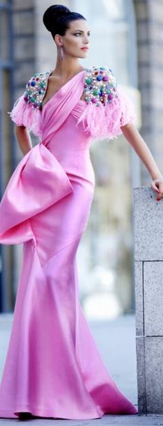Valentino Haute Couture. Colour's awesome. Oh yeah, remove those sleeves. Pleeeze! Thank you