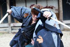 映画『るろうに剣心 京都大火編/伝説の最期編』公式サイト Kenshin Anime, Rurouni Kenshin, The Last Samurai, Male Kimono, Martial Arts Styles, Takeru Sato, Japanese Boy, Action Poses, Anime Fantasy