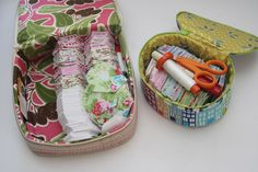 Oh, these bags (boxes?) are so cute it makes me want to undertake the daunting task of a grandmother's flower garden! Sewing Tutorials, Sewing Projects, Sewing Kits, Sewing Ideas, Fabric Boxes, Scrap Fabric, Fabric Crafts, Pouch Bag, Box Bag