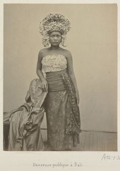 「bali old photos」の画像検索結果 Ghost In The Machine, Indonesian Art, Culture, Lombok, Balinese, Borneo, Vintage Pictures, Vintage Beauty, Old Photos