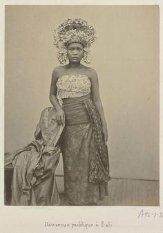 Portret van een publieke danseres op Bali