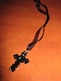 Fekete kúpos swarovski kristályból készült kereszt