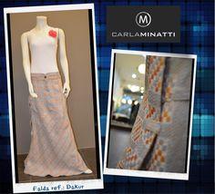 Aunque el lino en Cali no tiene tanta acogida como en ciudades como Barranquilla, el resultado final en cuanto a textura y frescura de la tela nos encanta especialmente a la hora de diseñar nuestras faldas.
