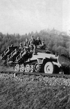 """Sd.Kfz. 251/1 Ausf. D mit Wurfrahmen (schwere Wurfgërate 40) """"Stuka zu Fuß"""""""