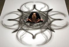 Based in New Orleans, performance artist Heather Hansen specializes in 'kinetic drawing', a technique that uses her entire body to create. Heather Hansen, Nova Orleans, Charcoal Art, Charcoal Drawings, Dancing Drawings, Creation Art, Body Drawing, Foto Art, Contemporary Dance